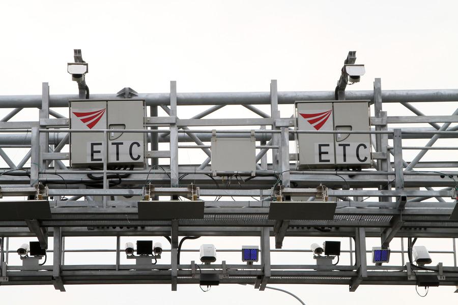 國道電子計程收費(ETC)年底上路,不僅民眾不滿,立委也有微詞。 (photo by 遠通電收)