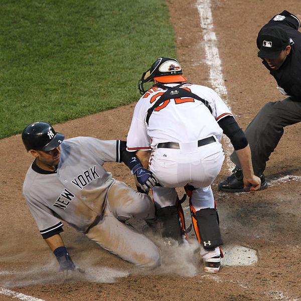 美國大聯盟於本季推出「Rule 7.13」新制,嚴格禁止惡意的本壘衝撞,卻引起球員、教練抱怨連連。(photo by維基百科)