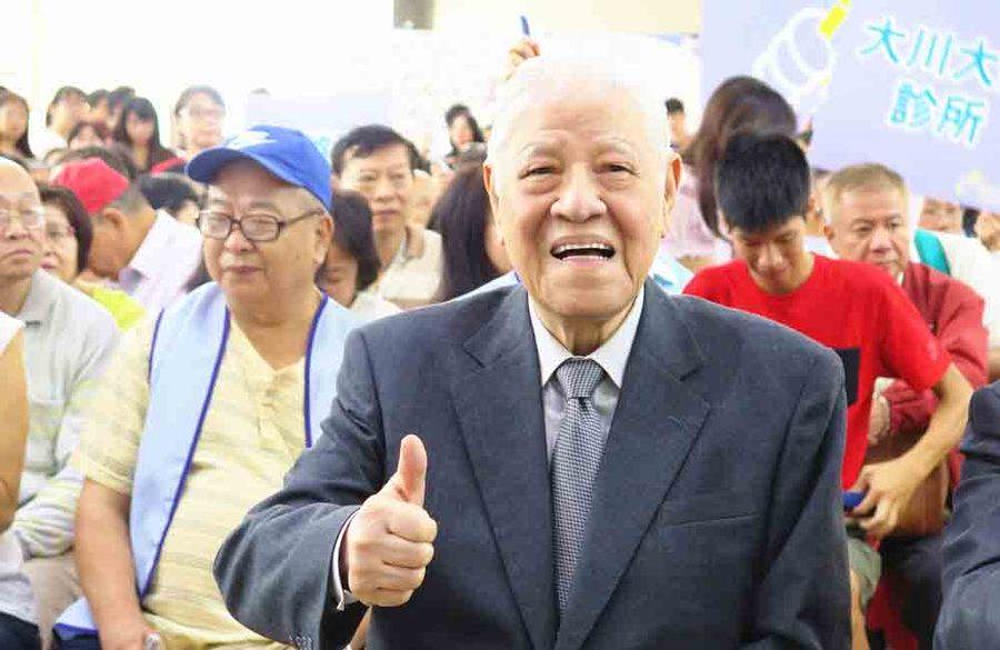 前總統李登輝應邀見證320位糖尿病友一起施打胰島素,打破金氏世界紀錄。(photo by李昀澔/台灣醒報)