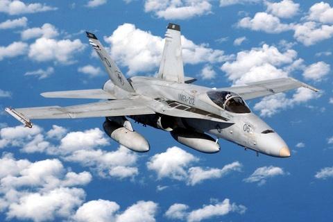 F-18%e6%88%b0%e6%a9%9f-2