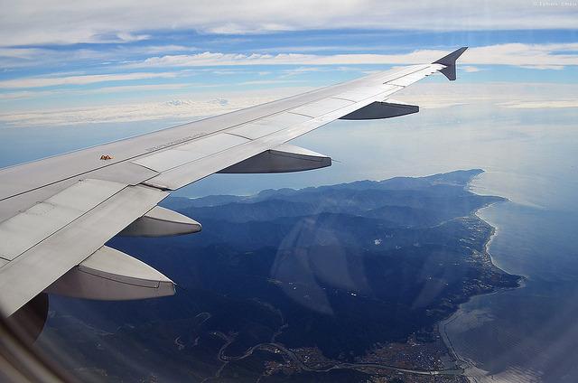 未來飛機機翼若在高空中有細小裂縫,將可以自行修補以避免巨大災難。(photo by the Iyhon Chiu Flickr – used under Creative Commons license)