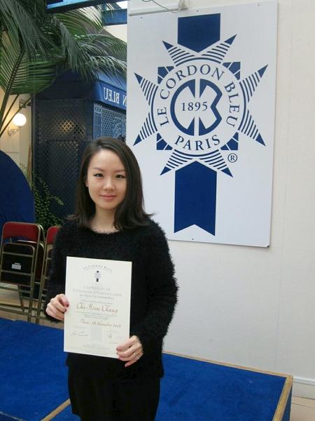 Mirra同學在北市府的免息貸款方案協助下,成功前往法國藍帶學院習得烹飪技術。(photo by 台北市教育局提供)