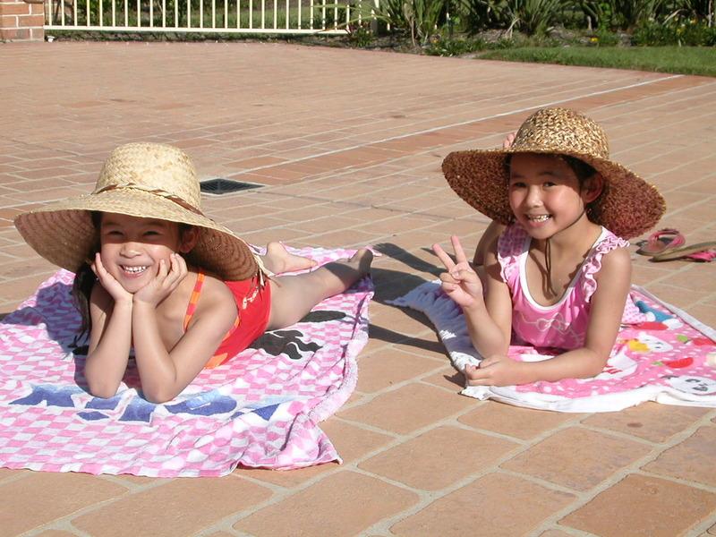 醫師建議應做適當日曬補充維生素D,在每日早上10點前或下午3點後,讓身體四肢於陽光下曝曬10至15分鐘。(photo by wikipedia)