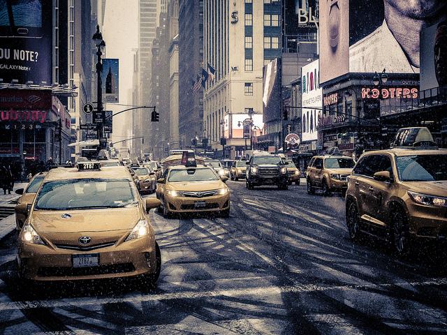 研究指出,未來若採用自動駕駛的電力計程車,將可減少約90%的能源消耗。(photo by Steve Starer on Flickr – used under Creative Commons license)