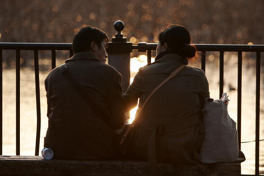 美國研究顯示,在經濟上依賴伴侶的一方,比較容易對伴侶不忠。(photo by mrhayata on flicker - used under Creative Commons license)