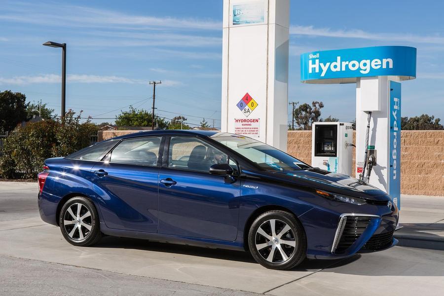 豐田推出的新款氫燃料汽車擁有超久的續航力,但氫燃料的補充來源仍是一大問題。(photo by 豐田官方網站)