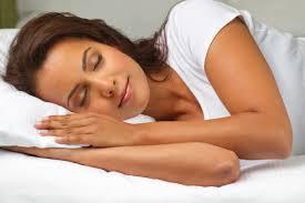 每天少於5小時的睡眠會傷害人類的腦部功能,還會恐注意力不集中或壓力荷爾蒙皮質醇的濃度上升,增加高血壓和中風風險。(photo by wikipedia)