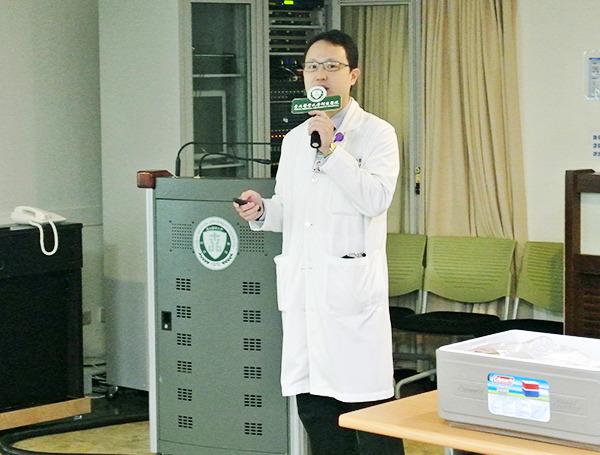 北醫陳鴻瑋醫生講解如何預防中秋節前後感染腸胃炎。(photo by許瑋哲/台灣醒報)