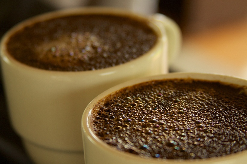 研究發現,不管咖啡含不含咖啡因都能降低罹病風險。(photo by  McKay Savage used under Creative Commons license)