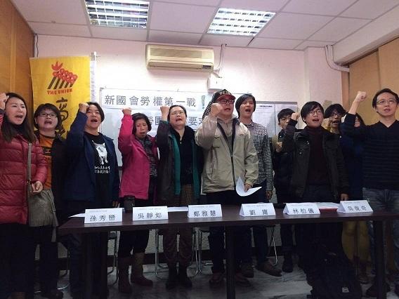 24日70多個勞團連署要新國會盡速廢止「刪除7天國定假日」的修正命令。(photo by 黃捷/台灣醒報)