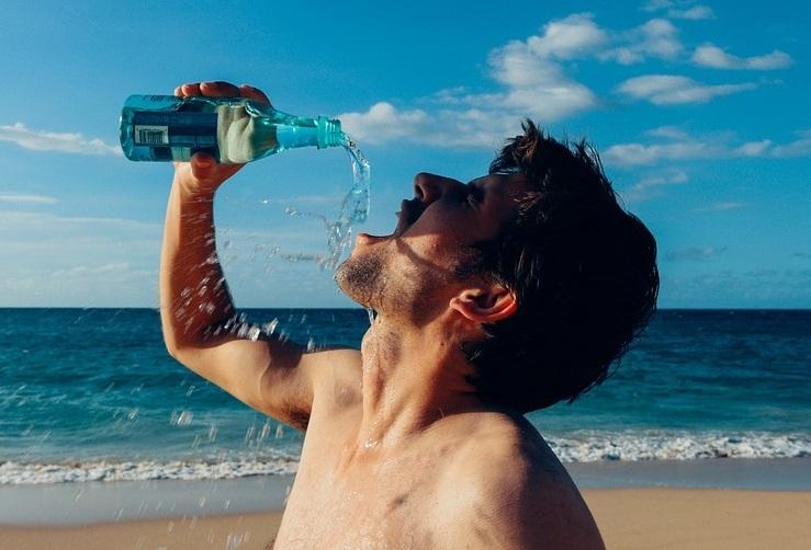 國健署強調,適量的喝水、避免吃太鹹的食物是預防腎臟病的方法之一。(photo by Olichel on pixabay)