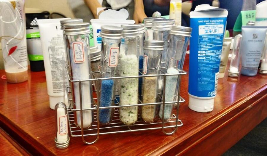 :個人清潔用品內所含有的塑膠微粒會嚴重汙染海洋,國際間已紛紛禁止使用,而國內環保署承諾將跟進。(photo by 黃敬哲/台灣醒報)