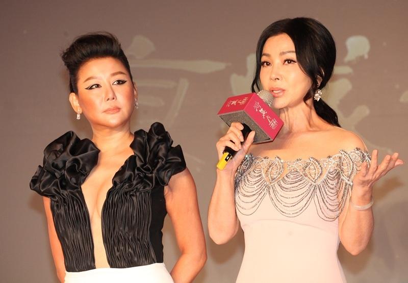 陳美鳳和藍心湄22日為好友美容老師牛爾代言產品,展現好心情。(photo by 盧明正/台灣醒報)