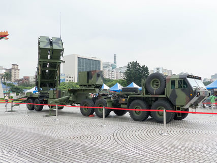 1200px-patriot_pac-2_launcher_with_hemtt_display_at_cks_memorial_hall_square_20140607a