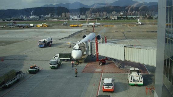 The_boarding_gate_10_of_the_taipei_songshan_airport