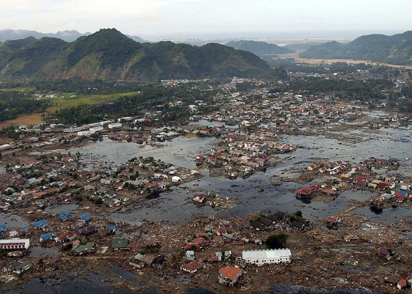 1024px-us_navy_050102-n-9593m-040_a_village_near_the_coast_of_sumatra_lays_in_ruin_after_the_tsunami_that_struck_south_east_asia