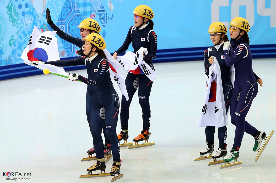 Kocis_korea_shorttrack_ladies_3000m_gold_sochi_22_(12629370055)