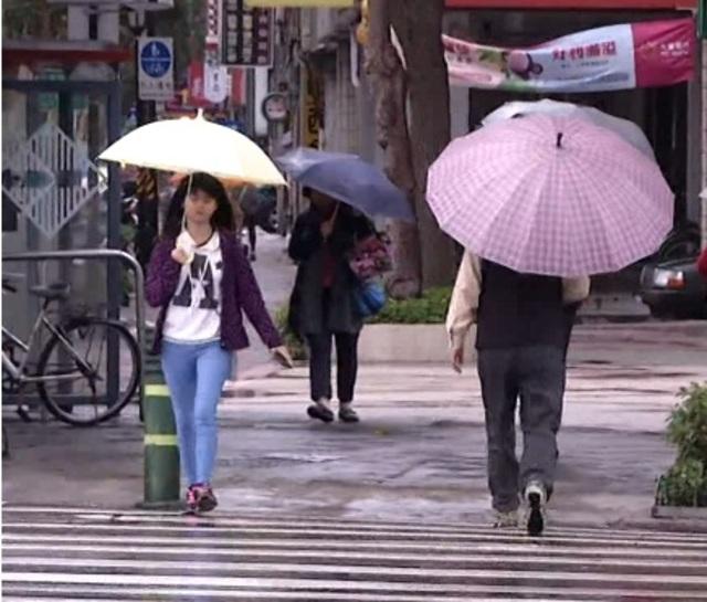 蝴蝶颱風轉中颱 週末須防低溫