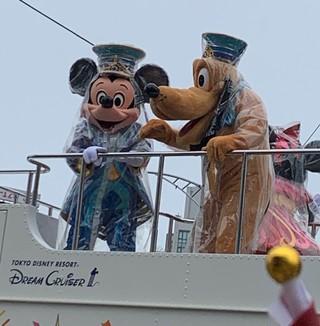 台北燈節壓軸 迪士尼遊行民眾狂歡