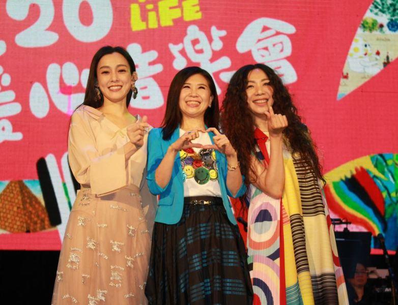 范瑋琪(左)、馬毓芬(中)、萬芳(右)9日為「罕見二十」音樂會獻聲。(photo by 吳婉瑜/台灣醒報)