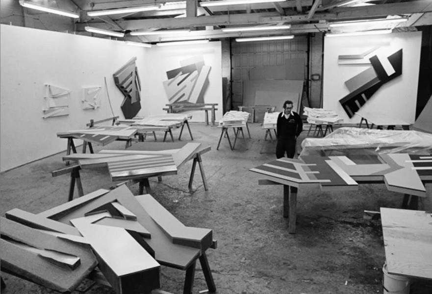 弗蘭克•斯特拉在藝術界,可說出道甚早,創作語境與思考的跨度也大,在長時間的淬煉累積中,他的藝術地位,紮實穩固,有別於一般的速成明星。(photo by 簡秀枝 via FB)