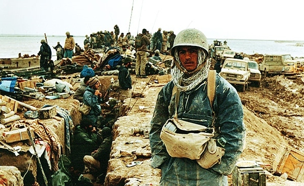 Iranian_troops_in_forward_trenches_during_iran_iraq_war