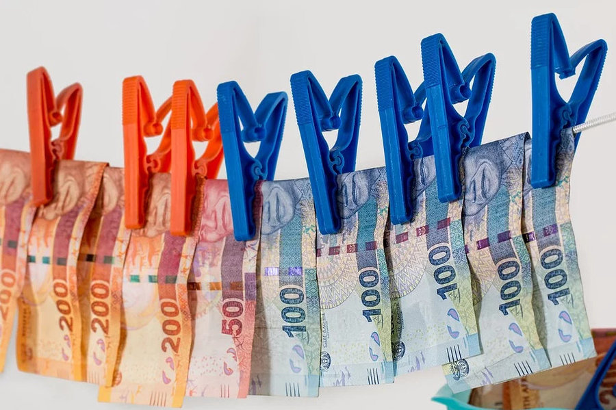 中資銀行要施行「洗錢」,用紫外線和高溫進行消毒,並隔離存放7~14天,才能再發放給客戶。(photo by Pixabay)