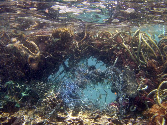 海洋垃圾之多,未來恐怕還會增加口罩等用品在內。(Photo by NOAA's National Ocean Service on Flicker under Creative Commons license)
